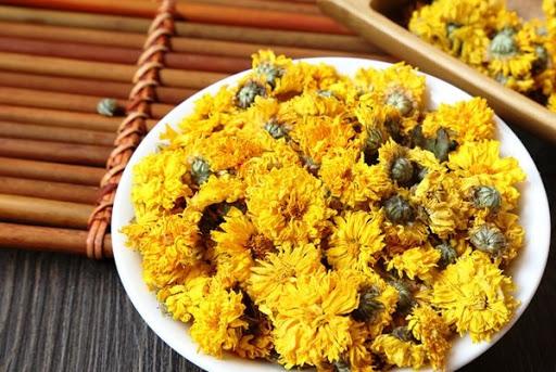 chữa trào ngược dạ dày ở trẻ với hoa cúc